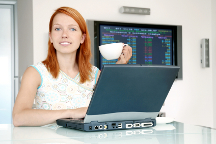 watch-tv-redhead-laptopl (1)